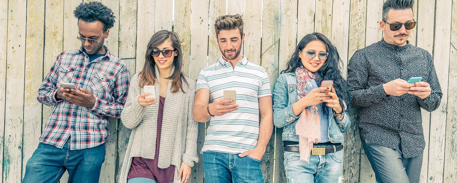 Menschen verwenden Smartphones - SEO-Audit